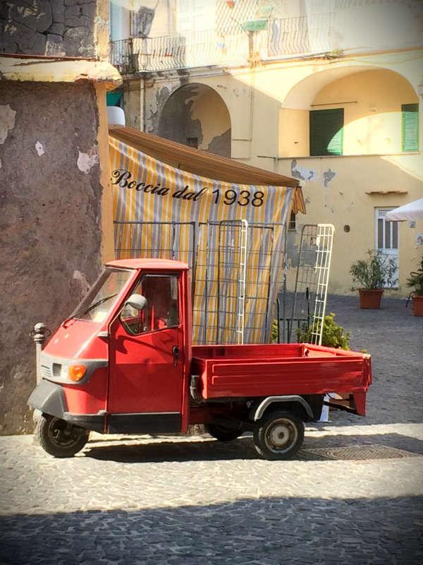 Rode Ape. Ischia. Photo Lisa van de Pol. Terug naar rome